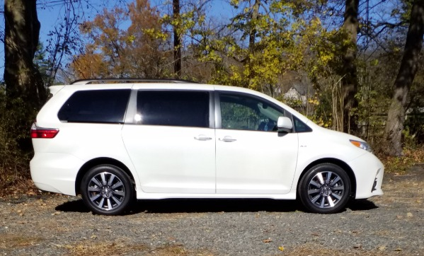 Used-2018-Toyota-Sienna-XLE-Limited---AWD